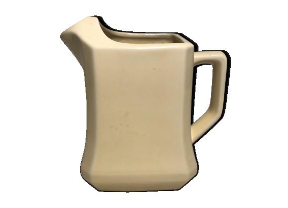 Ancien pichet rectangulaire ceramique beige crème