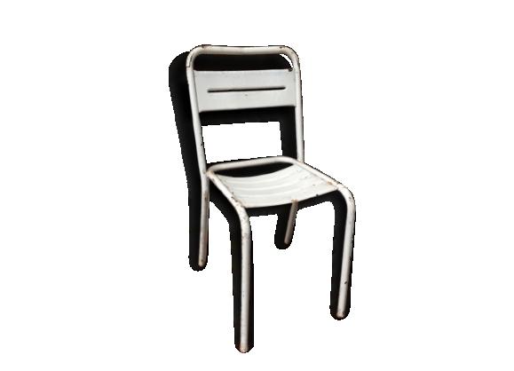 Anciennes chaises de bistro