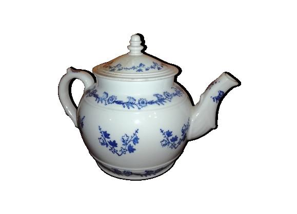 Théière ancienne en porcelaine