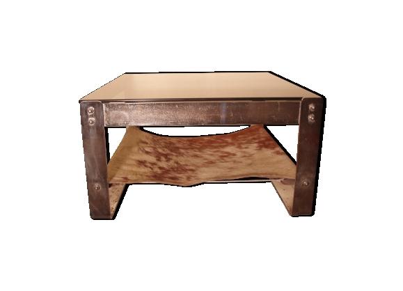 Table basse armature en acier verre fumé et peau tendue