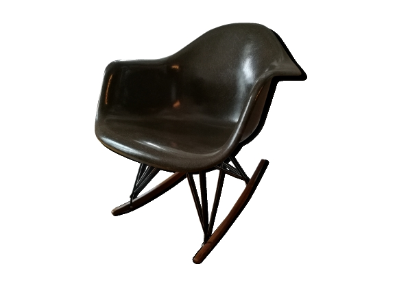 Rocking chair par Charles et Ray Eames fibre de verre