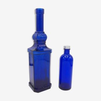 Paire de bouteilles bleu roi