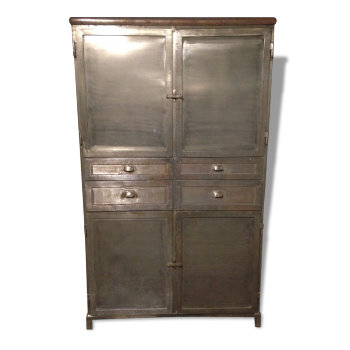 armoire en merisier bois mat riau marron dans son jus vintage. Black Bedroom Furniture Sets. Home Design Ideas