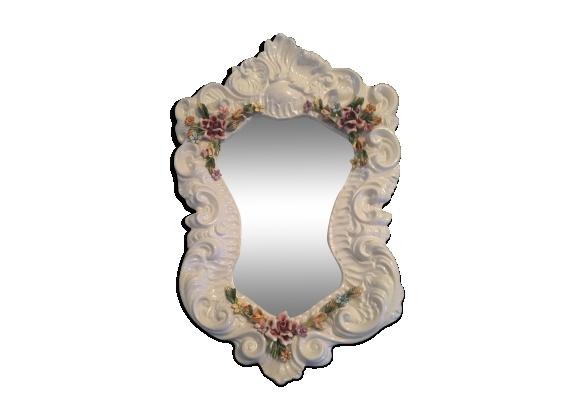 Miroir en porcelaine figurant des fleurs, signé 'Bassano'