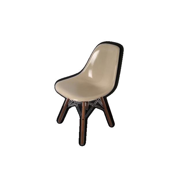 Chaise eames dsw herman miller fibre de verre beige for Dsw fibre de verre