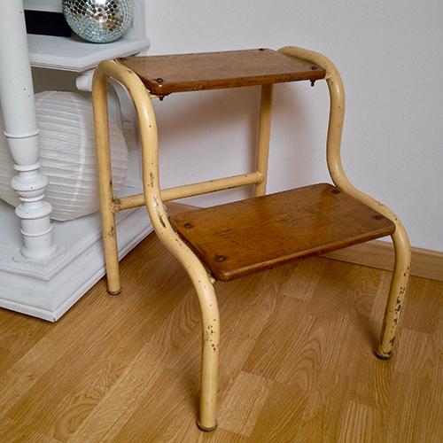 escabeau m tal et bois m tal bois couleur dans son jus vintage. Black Bedroom Furniture Sets. Home Design Ideas
