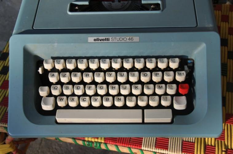 Machine à écrire olivetti studio 46 bleu vintage 1970