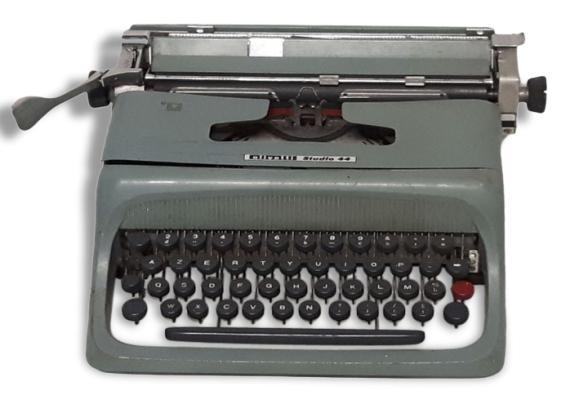 Machine à écrire Olivetti vintage.