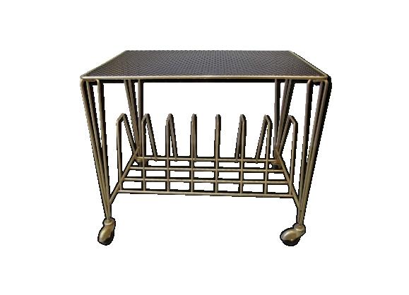 Table basse, métal perforé laqué noir.