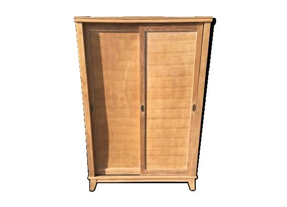 Armoire avec portes coulissantes et pieds compas