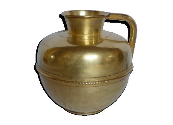 Cruche en cuivre doré