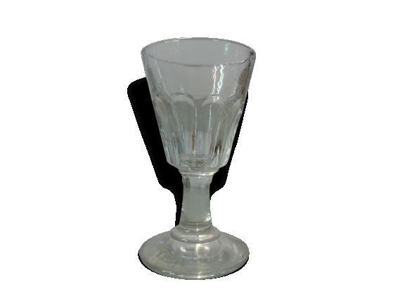 8 verres à pieds anciens