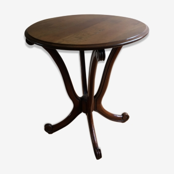 Table ronde en bois foncé