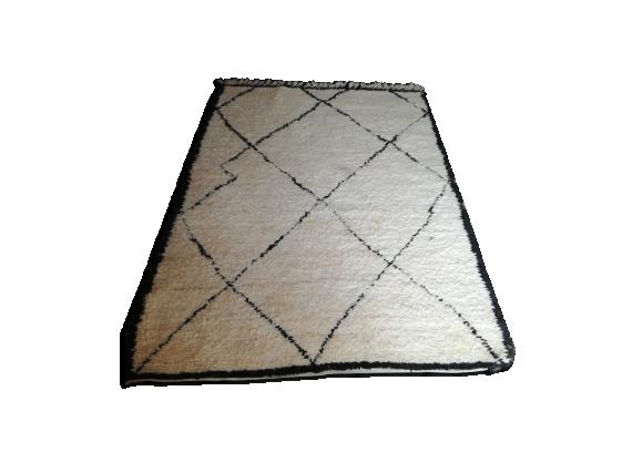 tapis beni ouarain vintage tissu blanc bon tat thnique b9035c87bb233b90b8bba74e425f1d09. Black Bedroom Furniture Sets. Home Design Ideas