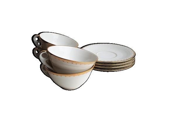 Série de 4 tasses et soucoupes en porcelaine blanche