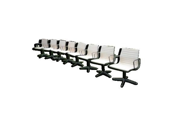 Série de 8 chaises Charles & Ray Eames modèle ea 107 ancienne édition