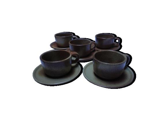 5 tasses et soucoupes en grès