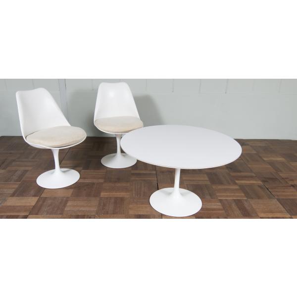 chaise tulipe vintage eero saarinen con u dans les ann es 50 fibre de verre blanc bon tat. Black Bedroom Furniture Sets. Home Design Ideas