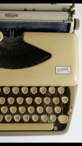 Machine à écrire d'élégant Triumph Tippa 60