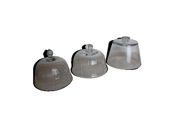 Lot de trois cloches en verre