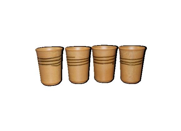 Suite de quatre tasses en grès