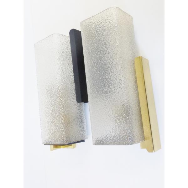 chic paire d 39 appliques en plexiglas m tal et laiton ann es 50 vintage 50 39 s rockabilly wall. Black Bedroom Furniture Sets. Home Design Ideas