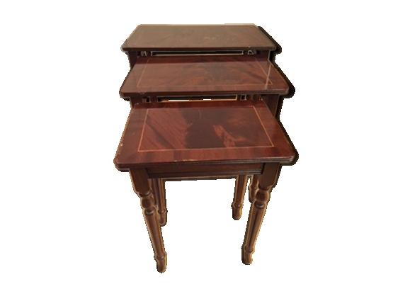 Suite de 3 tables gigognes style Louis XVI