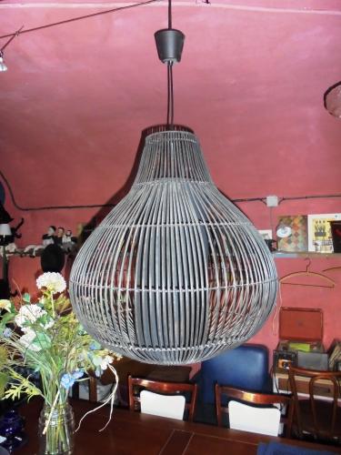 grand lustre osier noir design contemporain rotin et osier noir bon tat vintage 36598. Black Bedroom Furniture Sets. Home Design Ideas