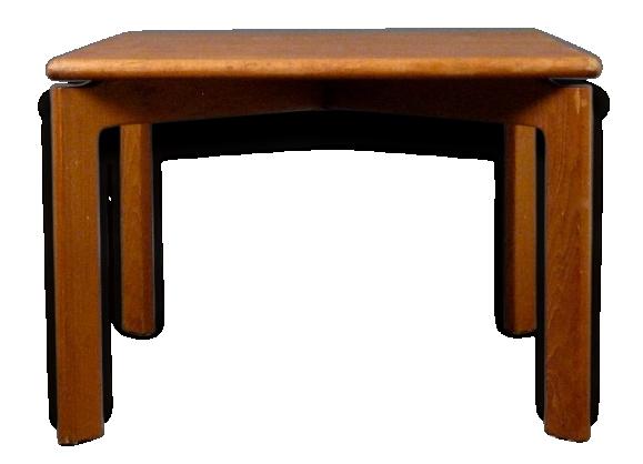 Table basse classique 'design scandinave'.