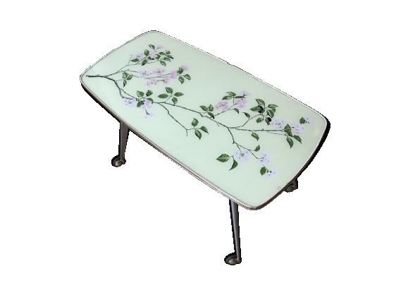 Table basse à fleurs