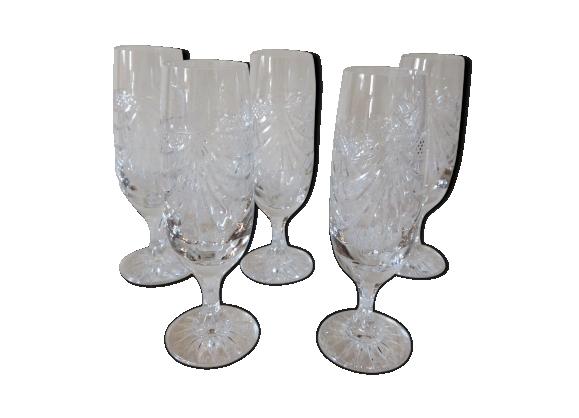 Suite de 5 flûtes à champagne en cristal