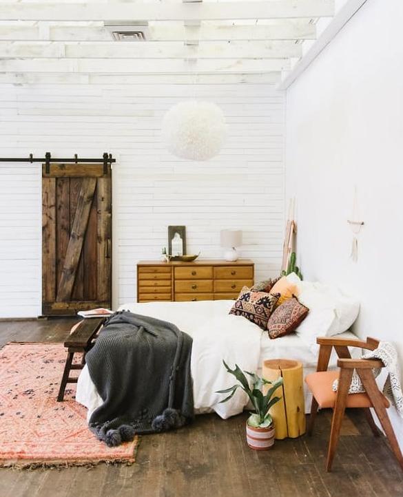 que mettre au pied du lit. Black Bedroom Furniture Sets. Home Design Ideas