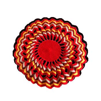 Napperon vintage en laine au crochet jaune et rouge