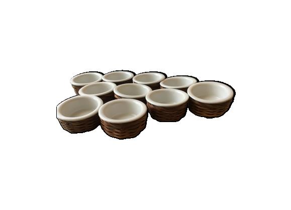 Lot de 10 ramequins en porcelaine blanche dans leur panier