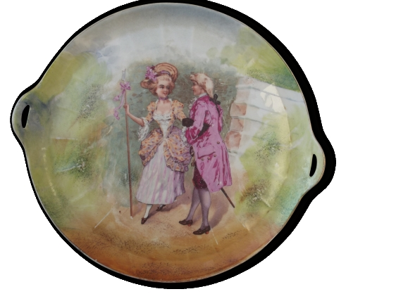 Plat rond en porcelaine de Limoges motif couple marquis
