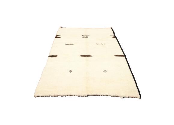 tapis berb re beni ouarain 250x150 cm tissu blanc bon tat thnique. Black Bedroom Furniture Sets. Home Design Ideas