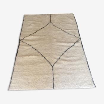 Tapis berbère design 240 x 156 cm.