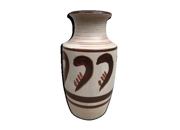 Vase ancien en céramique beige avec peinture décorative
