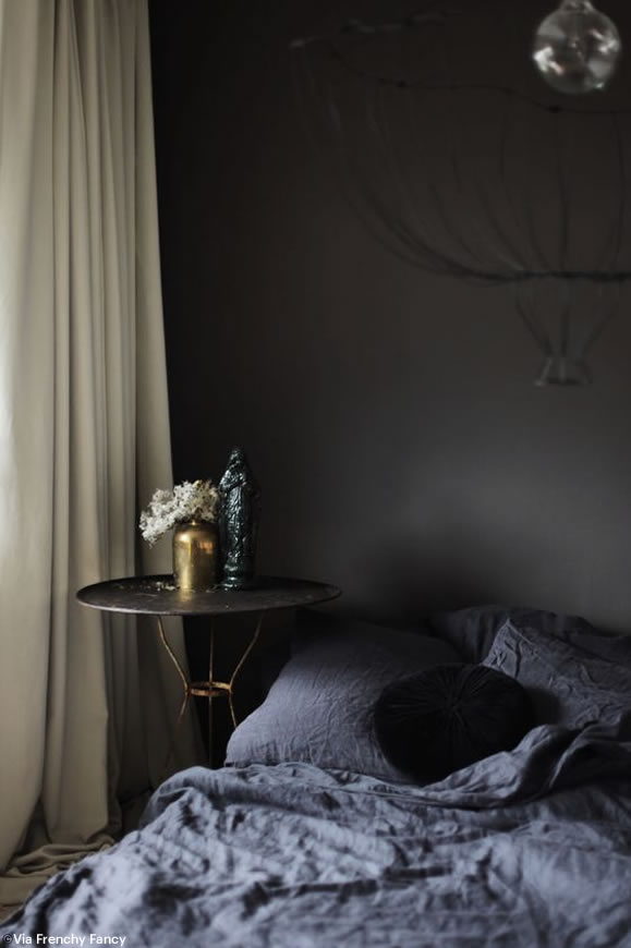 en noir et en laiton. Black Bedroom Furniture Sets. Home Design Ideas