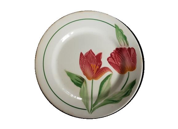 Assiette en faïence à décor de fleurs