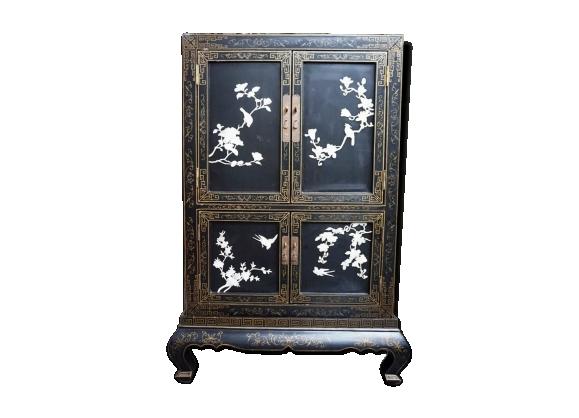Cabinet à quatre portes en laque noire chinoise