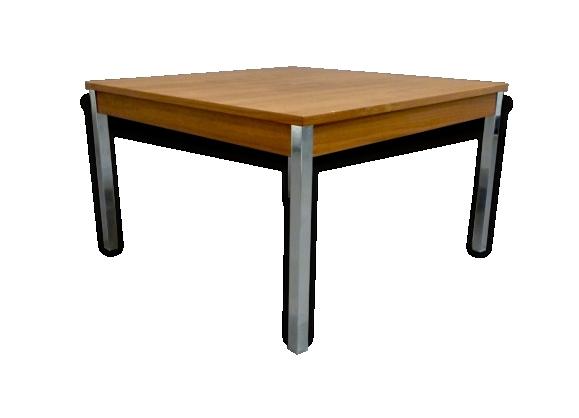 Table basse carré design scandinave.