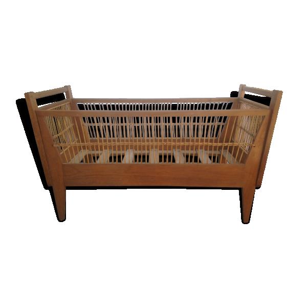 ancien lit b b ann e 50 bois mat riau bois couleur dans son jus vintage. Black Bedroom Furniture Sets. Home Design Ideas
