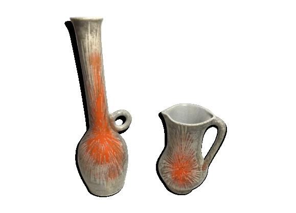 Lot 2 anciens pichets ceramique émaillé motif identique
