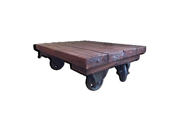 Table basse industrielle ancienne bois massif à roulettes métalliques